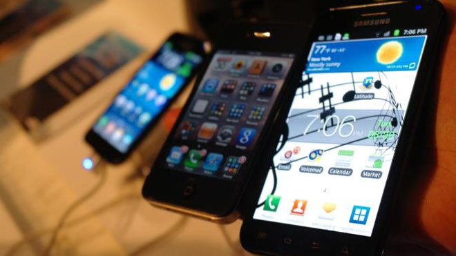 Samsung Galaxy S II With iPhone 4