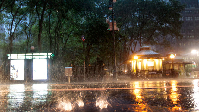 Hurricane-Irene-Closes-in-on-New-York-City