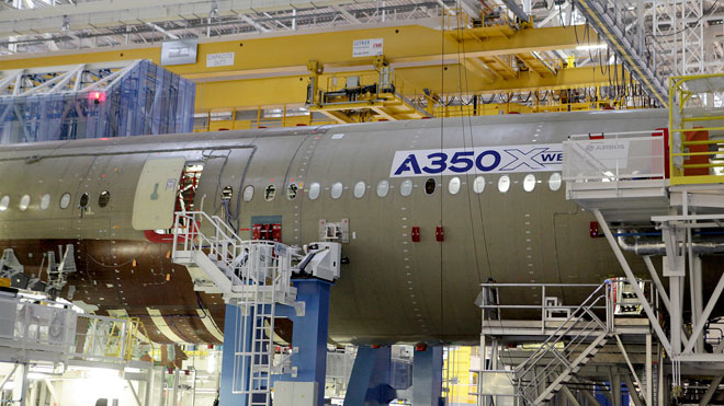 airbus a350 jet airplane